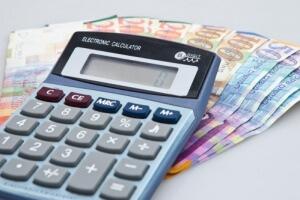 מחשבון וכסף שהתקבל מהלוואה